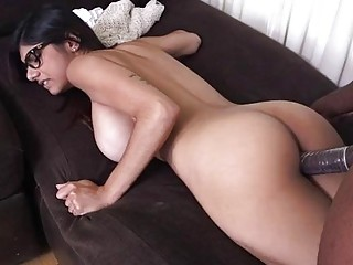 Arab sluts take turns to engulf one dong