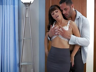 Passionate sex with mature babe who loves huge doctor dick
